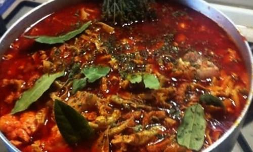 """L'iniziativaLa """"via"""" del morzello: Catanzaro celebra la cucina calabrese con una targa dedicata al piatto tipico"""