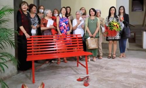 L'iniziativaA Taurianova una panchina rossa in memoria delle vittime di violenza