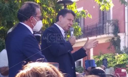 Regionali 2021Conte a Crotone: «La Sanità torni ai calabresi», ma fu lui a nominare Cotticelli e Zuccatelli
