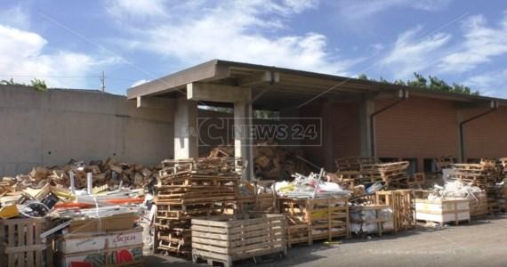 """L'appelloReggio Calabria, i commercianti del mercato """"fantasma"""" di Mortara: «Regolarizzateci»"""