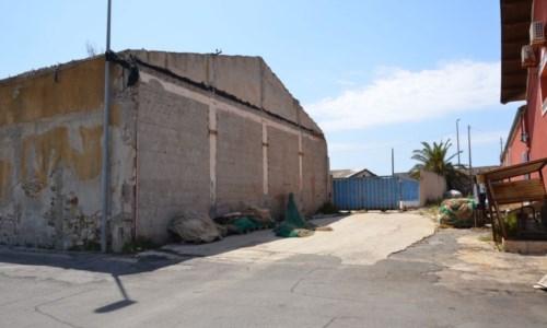 Il capannone oggetto della demolizione