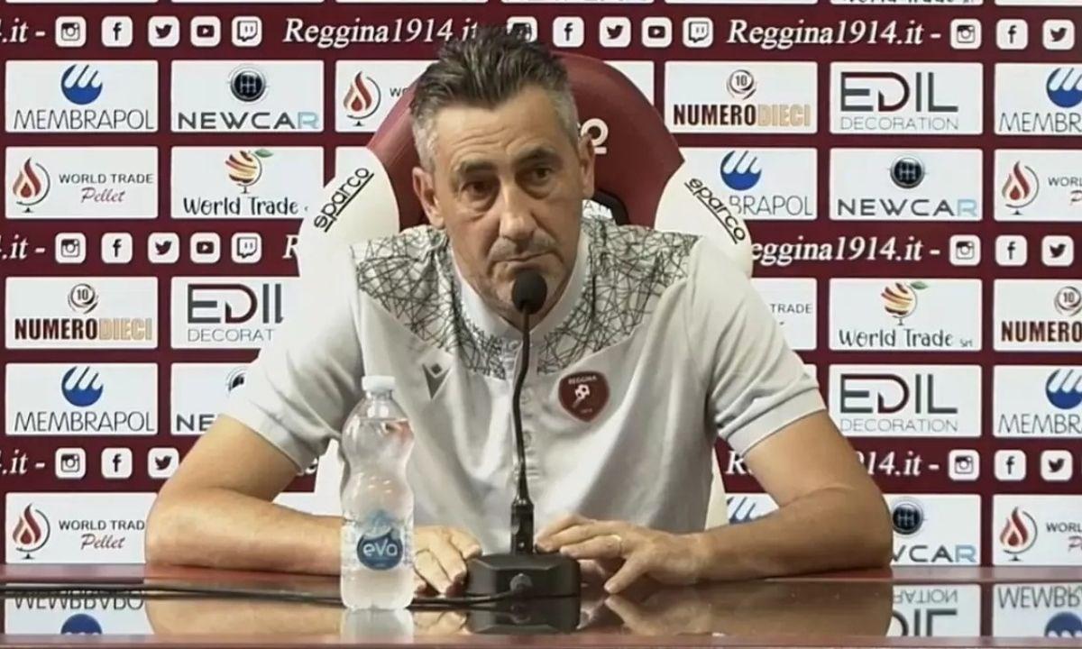 L'allenatore della Reggina Alfredo Aglietti durante la conferenza stampa