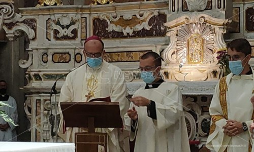 Diocesi Catanzaro SquillaceSuccessione Bertolone, si è insediato monsignor Panzetta: «Arrivo come un pellegrino, in punta di piedi»