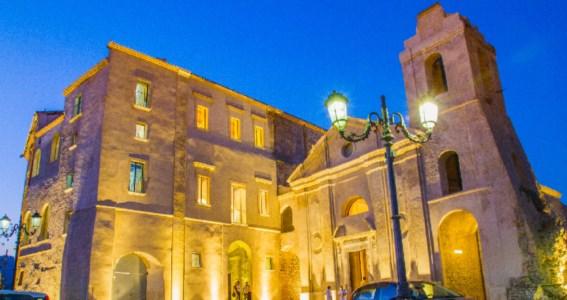 Luoghi da scoprireGiornate dei castelli, la Calabria in campo con Palazzo Carafa di Roccella jonica