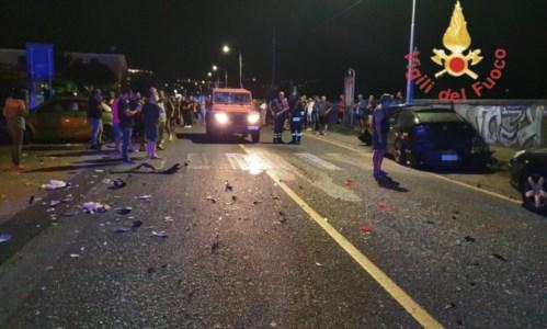 L'impattoCatanzaro, incidente tra tre auto: due feriti trasferiti in ospedale