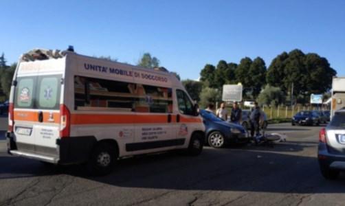 L'impattoIncidente a Vibo, nello scontro tra una moto e un'auto ferita una ragazza
