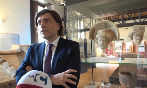 L'intervistaLa moda dello stilista calabrese Grande, dal red carpet di Venezia al Museo archeologico lametino