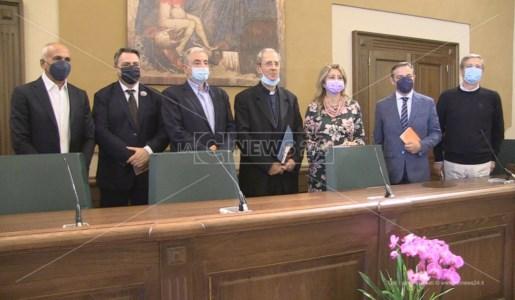 Monsignor Nolè con sei degli otto candidati a sindaco di Cosenza