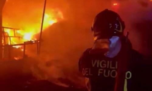 Nel CrotoneseIsola Capo Rizzuto, incendio in un'azienda agricola: 400mila euro di danni stimati