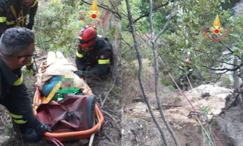 Tragedia sfiorataIncidente a San Sostene, precipita con l'auto in un burrone: anziano salvato dai vigili del fuoco