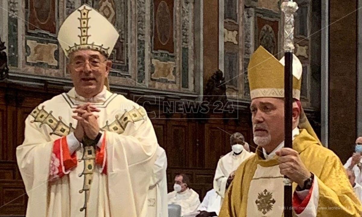 Sulla destra il vescovo Nostro