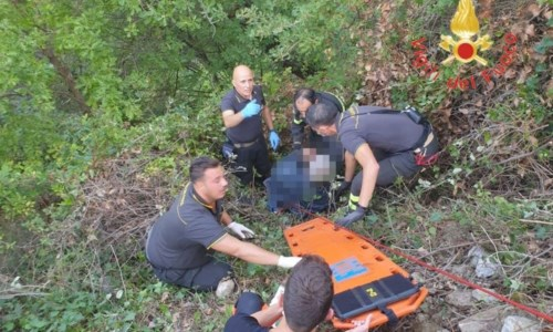 Disavventura a lieto fineEscursionista precipita per 20 metri in un dirupo nel Catanzarese, salvato dai vigili del fuoco
