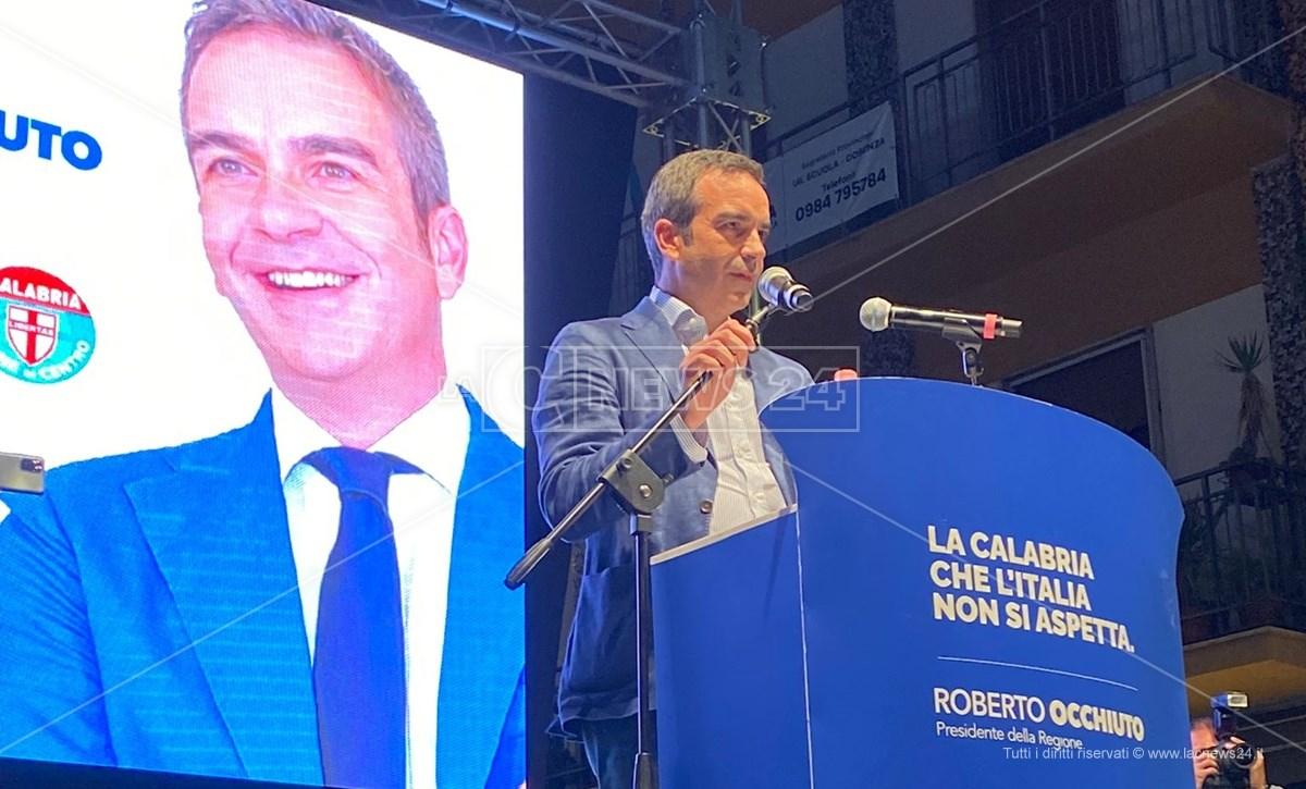 Roberto Occhiuto sul palco di Piazza Kennedy