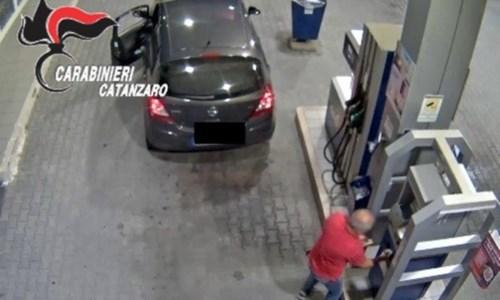 La truffaFaceva benzina con la carta di Calabria Verde: arrestato ex dipendente nel Catanzarese