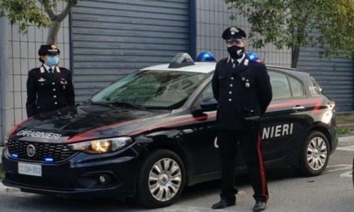 Corigliano Rossano, trova la marijuana in camera del figlio e chiama i carabinieri: arrestato 21enne