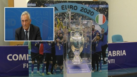 La coppa europea. In alto, il presidente della Figc: Gabriele Gravina