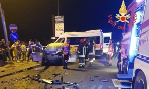 Sangue sulle strade calabresiTragico incidente sulla statale 106 a Sellia Marina: due morti e un ferito grave