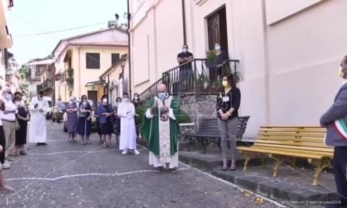 L'inaugurazioneNel Vibonese la prima panchina gialla in Italia per sensibilizzare sull'endometriosi