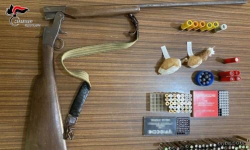 Nascondeva un fucile artigianale nello sgabuzzino di casa: arrestato 42enne nel Reggino