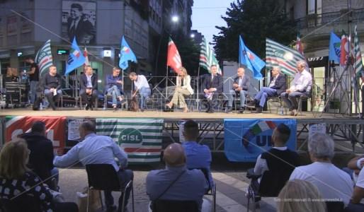 Il confronto pubblico in Piazza Kennedy a Cosenza