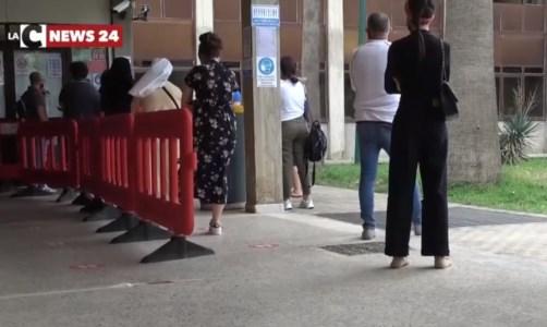 A Lamezia 3 mesi d'attesa per avere la carta d'identità, cittadini esasperati: «Dicono che non c'è personale»