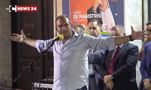 Elezioni CalabriaRegionali, De Magistris a Lamezia con il testimone di giustizia Masciari: «La rivoluzione è votare noi»