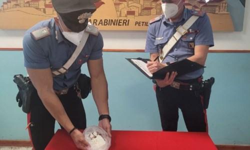 Controllo del territorioSpaccio di droga nel Crotonese, avevano 100 grammi di coca in auto: arrestati due operai