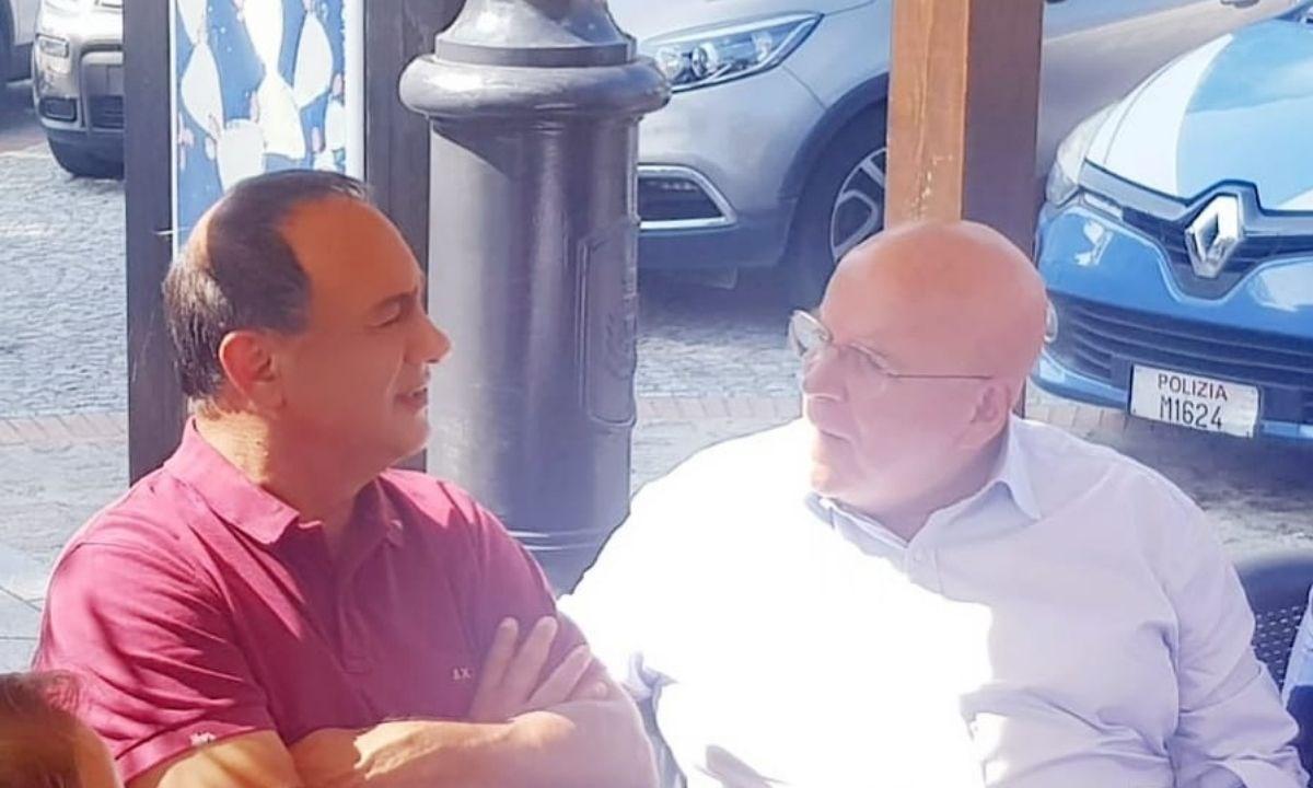 Uno scatto dell'incontro di questa mattina tra Mimmo Lucano e Mario Oliverio