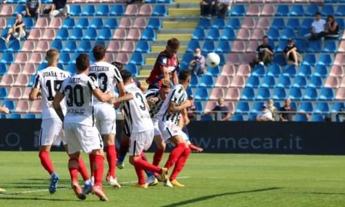 Calcio CalabriaSerie B, Crotone beffato nel finale: l'Ascoli trova il gol del 2-2 al 94esimo