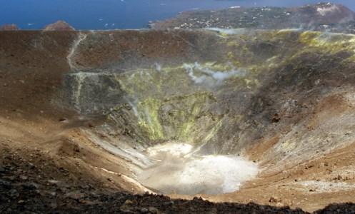 Allarme alle EolieVulcano si risveglia dopo 133 anni e scatta l'allerta gialla della Protezione civile