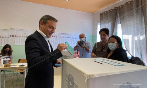 Cosenza verso il ballottaggio, Francesco Caruso: «Ottima performance. Ora andiamo a vincere»