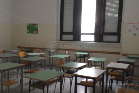 Emergenza pandemiaCovid, a Corigliano Rossano contagi in calo ma è polemica sul caos quarantene a scuola