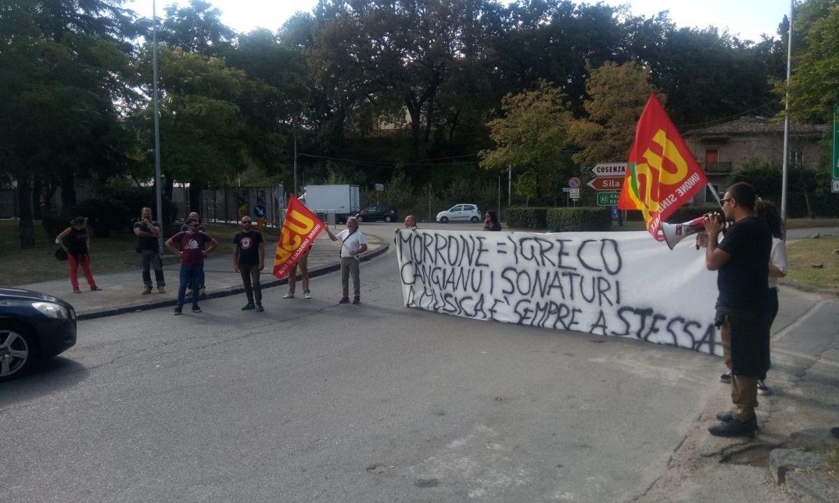 I manifestanti allo svincolo di Cosenza