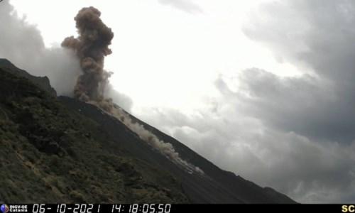 Stromboli, il vulcano spaventa abitanti e turisti: forte esplosione sul cratere nord