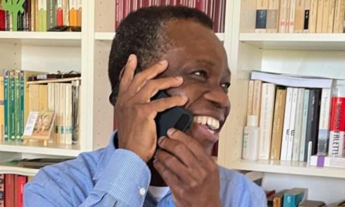 L'incontroDon Eugenio, il sorriso di Dio. Torna nel Benin l'amatissimo parroco di Diamante
