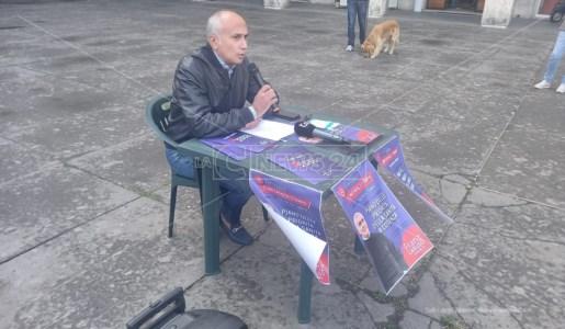 Conferenza stampa di Franz Caruso in Piazza dei Bruzi