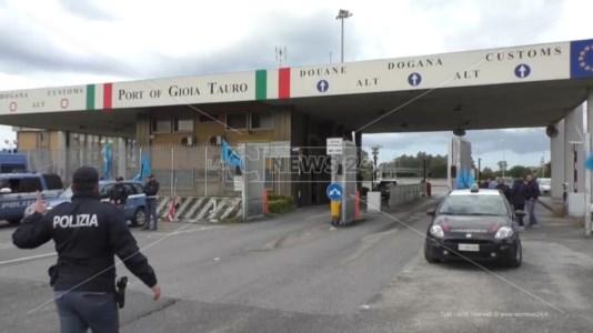 L'ingresso del porto durante uno sciopero