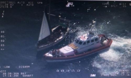 L'emergenzaNuovo sbarco a Crotone: 77 migranti soccorsi dalla Guardia costiera