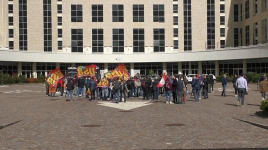 Sanità, ospedali al collasso e graduatorie bloccate: protesta degli idonei alla Regione