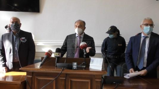 Il procuratore Nicola Gratteri e i due aggiunti, Giancarlo Novelli, e Vincenzo Capomollai