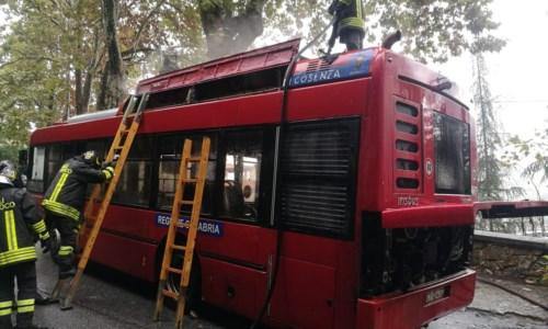 Cosenza, principio d'incendio su un bus Amaco: nessun danno ai passeggeri