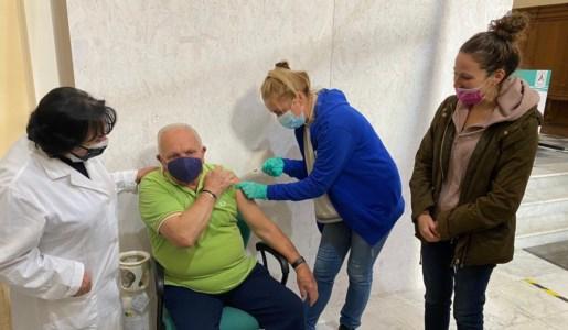 Terza dose somministrata nel centro vaccinale di Mendicino, nel cosentino