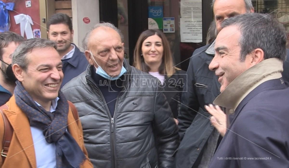 Roberto Occhiuto e Francesco Caruso lungo Corso Mazzini a Cosenza