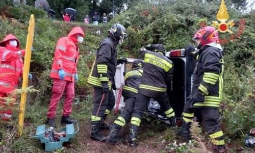 Tragedia sfiorataIncidente a Lamezia Terme, auto finisce in una scarpata: ferito il conducente