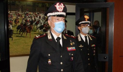 Il Generale Salsano al suo ingresso nel comando provinciale carabinieri di Cosenza