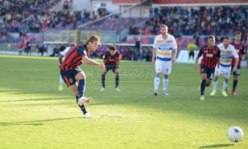 Calcio CalabriaGori illude il Cosenza, ma il Frosinone stoppa i Lupi (1-1)