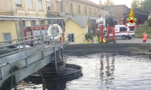Dramma nel VaresottoScivola in una vasca di depurazione per recuperare il pallone: muore 15enne