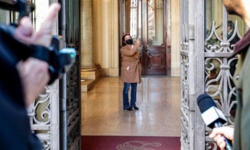 L'ingresso della senatrice Granato a Palazzo Madama (foto Ansa)