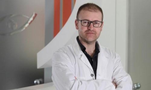 Il chirurgo oculistico Giovanni Tedesco