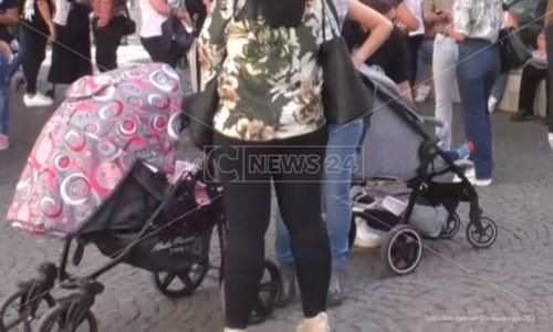 Crotone, nasce l'albo comunale di baby sitter: 25 i posti disponibili per il corso di formazione